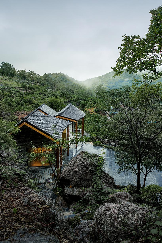 שניים סינים עם בית גדול