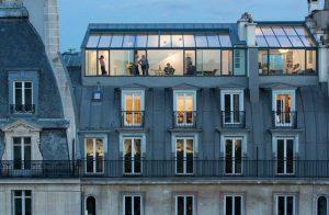 טנגו בדירה פריזאית שקופה